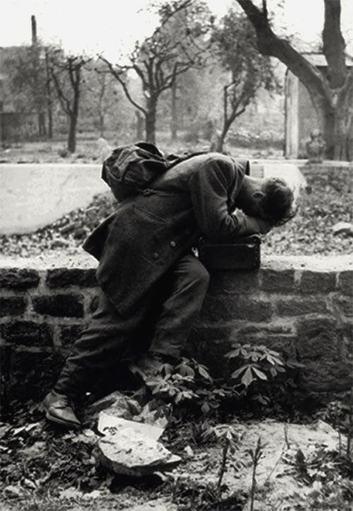 rare photos german soldier crying