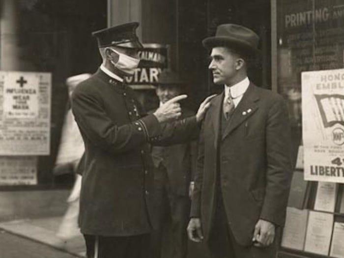 rare photos policeman scolds anti-masker