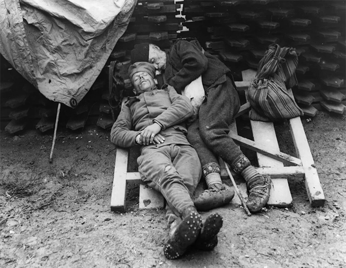rare photos serbian soldier sleeps with father
