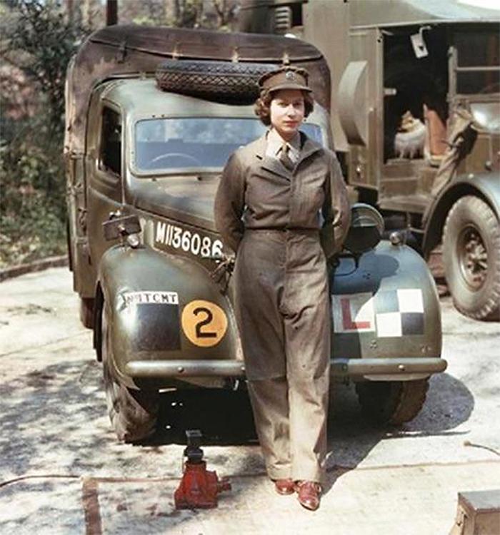 rare photos young queen elizabeth as mechanic