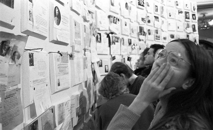 soviet citizens looking at the wall of sorrow