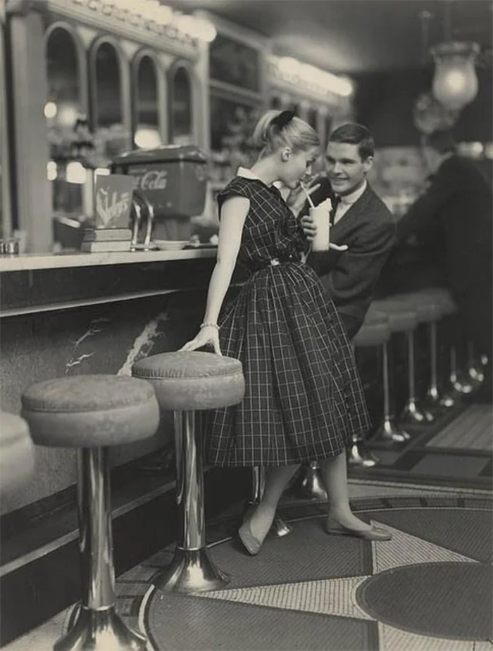 teenage dating in diner 1950s