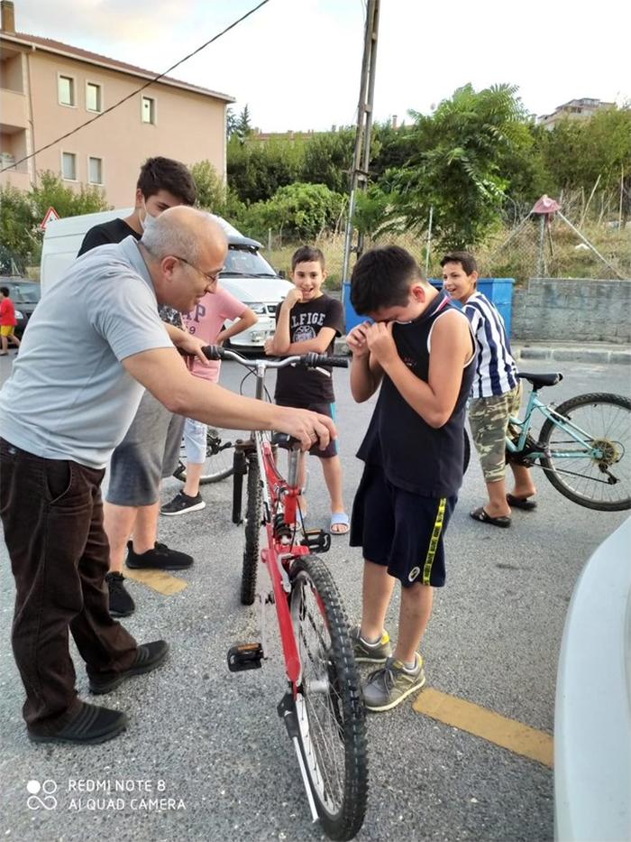 wholesome things man gave kid new bike