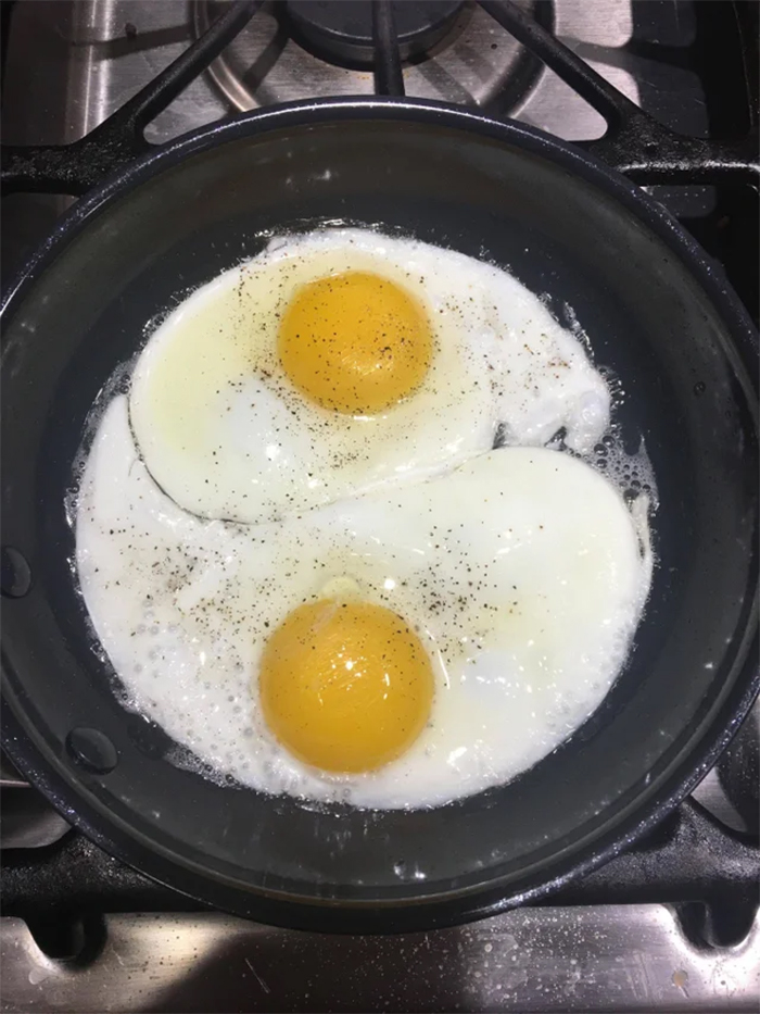 yin yang eggs