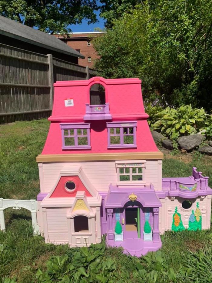 1st dollhouse in original bright pink color scheme