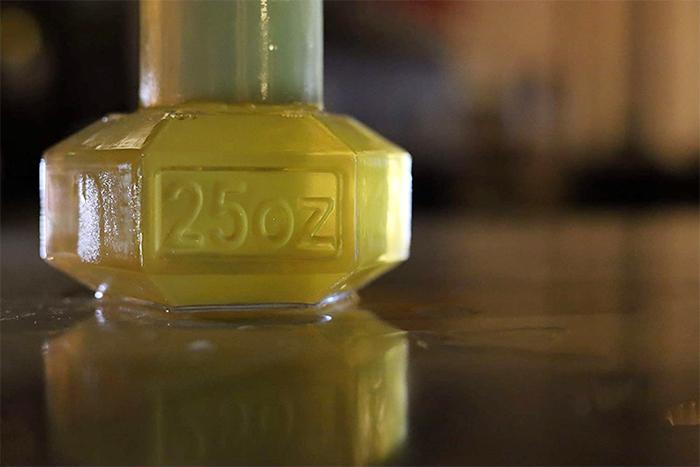 dumbbell beer glass detail