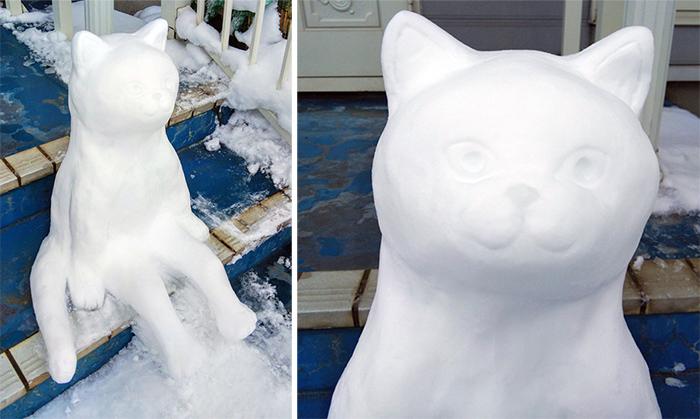 kitan club sitting cat snow sculpture