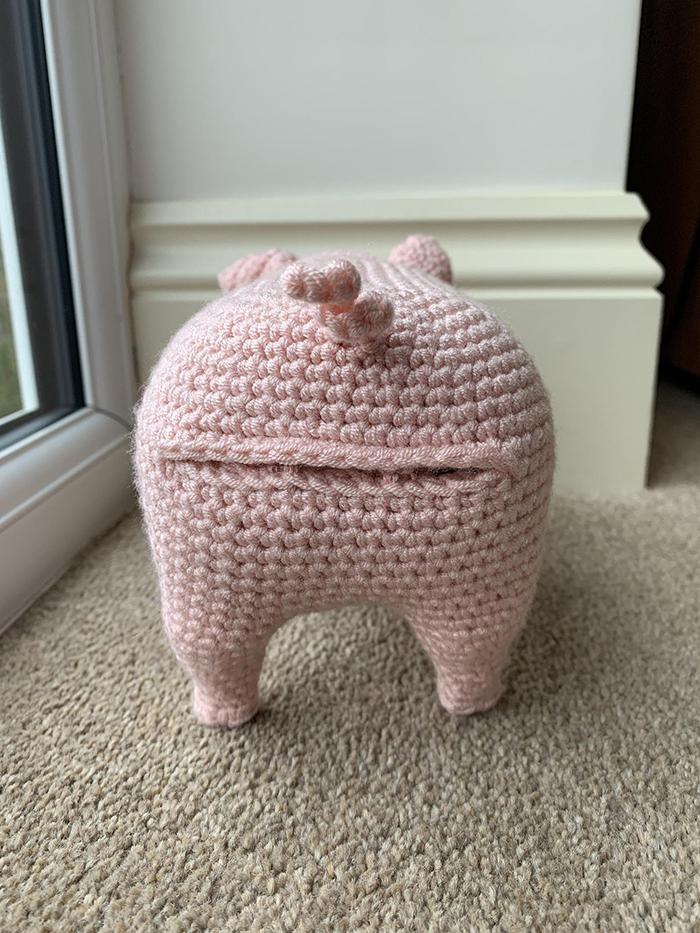 laulovescrochet crochet pattern output pig back
