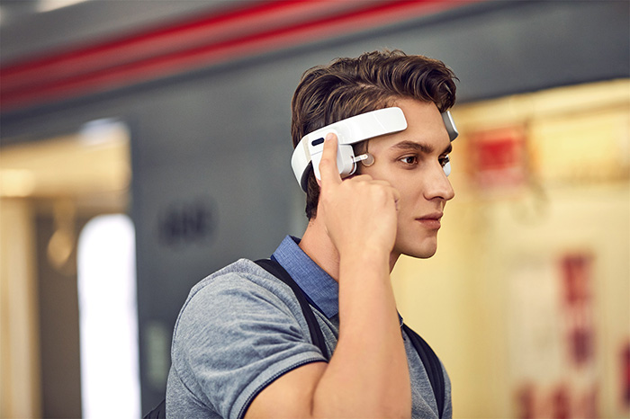 man wearing lerou head massager