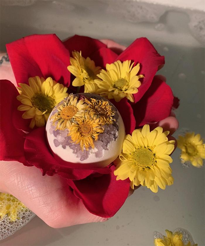 organic flowers bathbomb