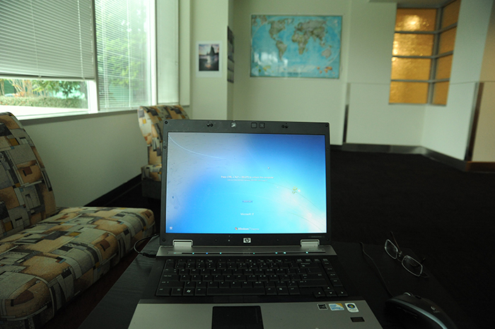 laptop with windows 7 operating system