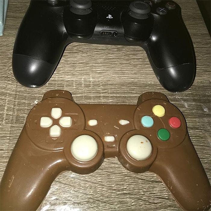 chocolate game controller size comparison