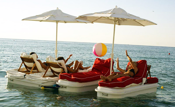connected seaduction floating cabana loungers