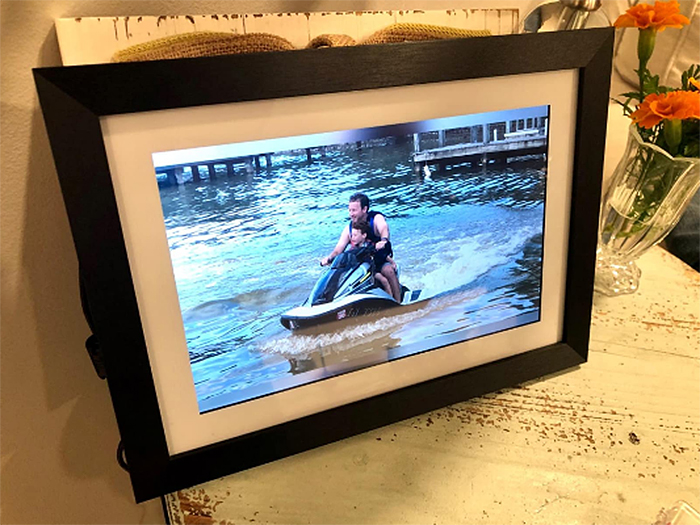 digital picture frame instant display