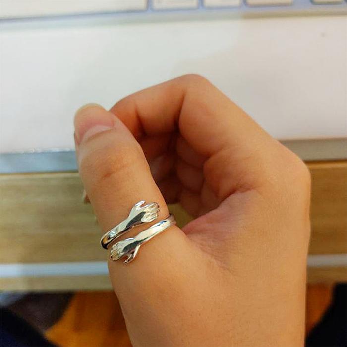 hug ring hooking design