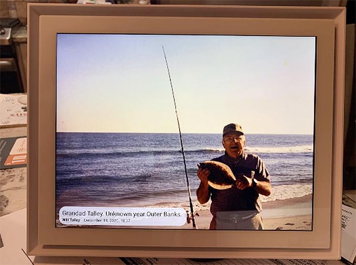 wireless photo sharing device