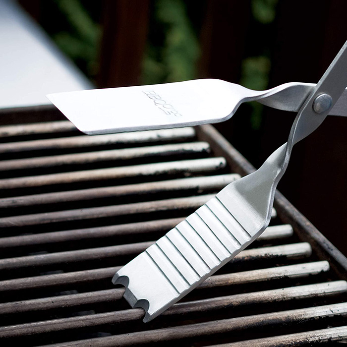 bbq croc 4 in 1 bbq tongs spatula cleaning grooves