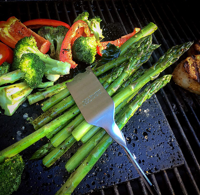 bbq croc 4 in 1 bbq tongs spatula for grilling asparagus