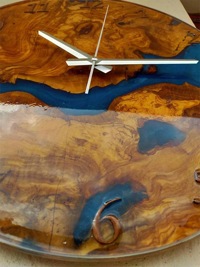 resin olive wood decorative timepiece