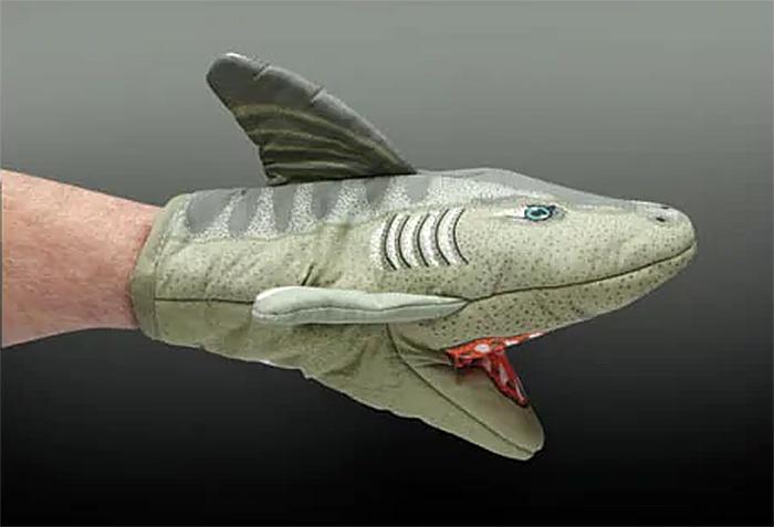 shark-shaped kitchen gloves
