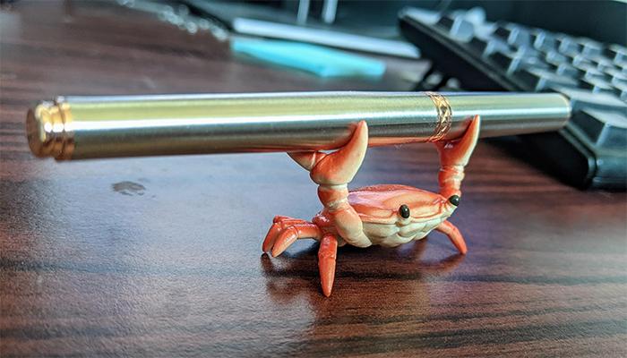 brilliant designs crab pen holder