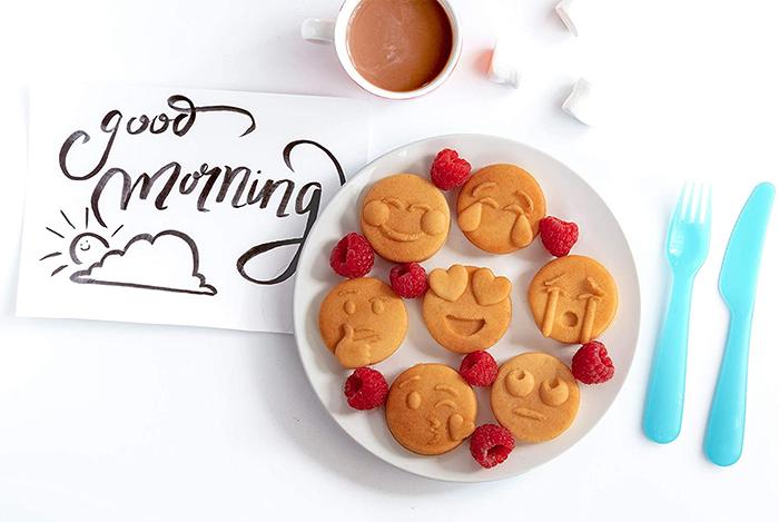 smiley faces pancakes
