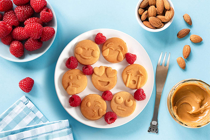 smiley faces shaped pancakes