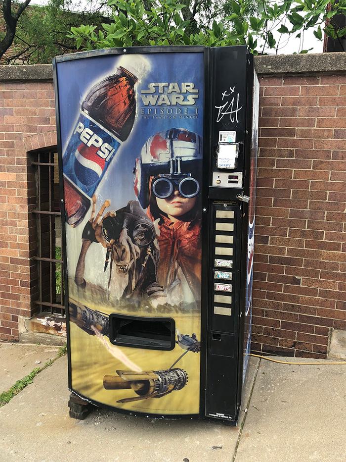 worn down vending machine star wars