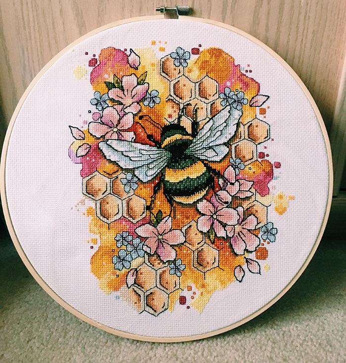 cross-stitch art bee