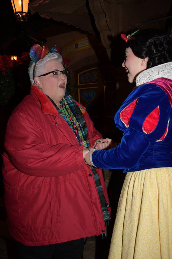 elderly woman meeting snow white in disneyland