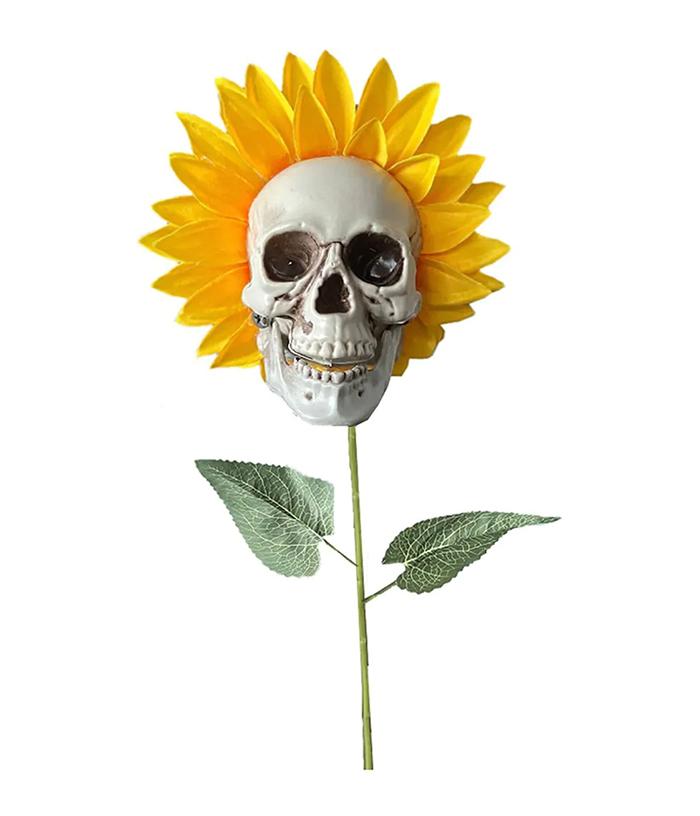 spooky halloween single-headed floral decor
