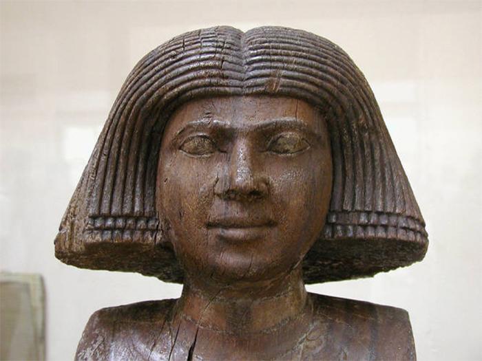 antiga estátua egípcia de madeira Kaaper esposa