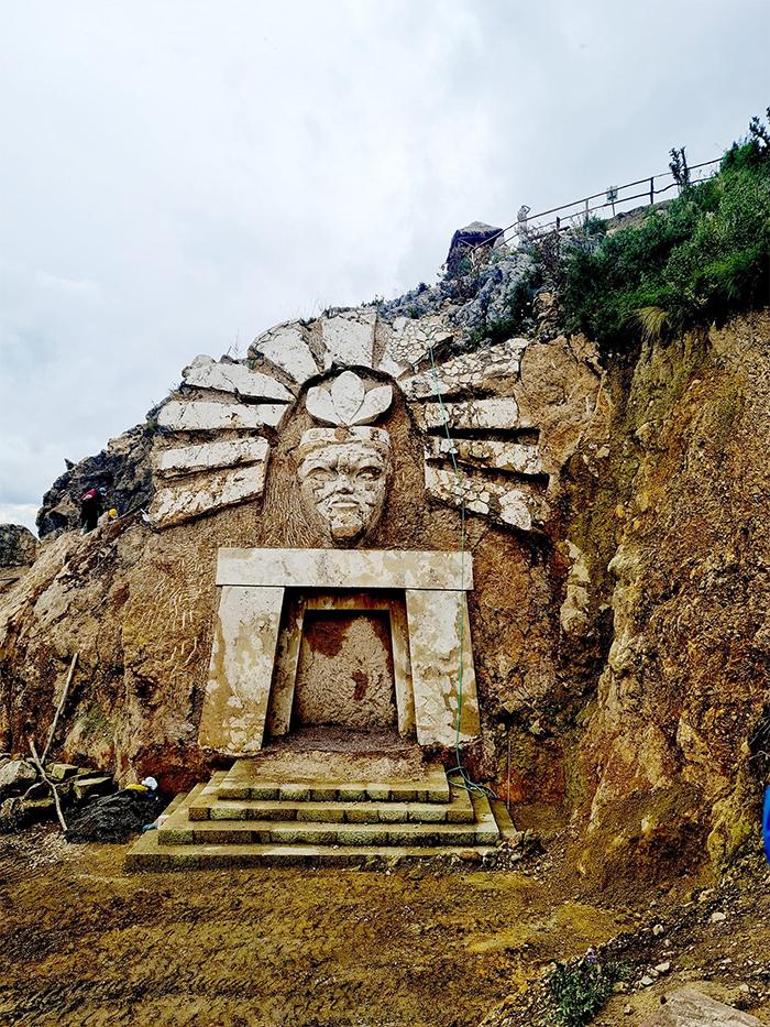 apukunaq tianan sculptures inti portal