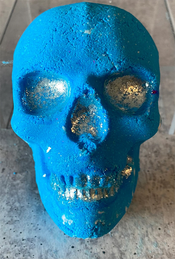 skull bath bomb light blue